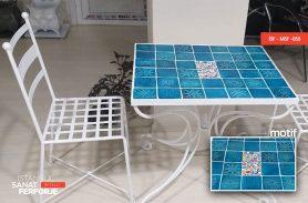 Mavi Taş Uygulama Beyaz Renkli Ferforje Masa Sandalye Takımı