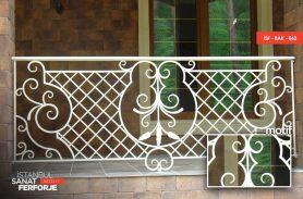 Beyaz Süslü Ferforje Balkon Korkuluğu