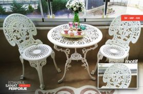 Beyaz İşlemeli, Zarif Ferforje Masa ve Sandalye Takımı
