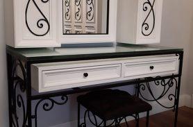 Beyaz Dolaplı, Çekmeceli, Ferforje Makyaj Masası